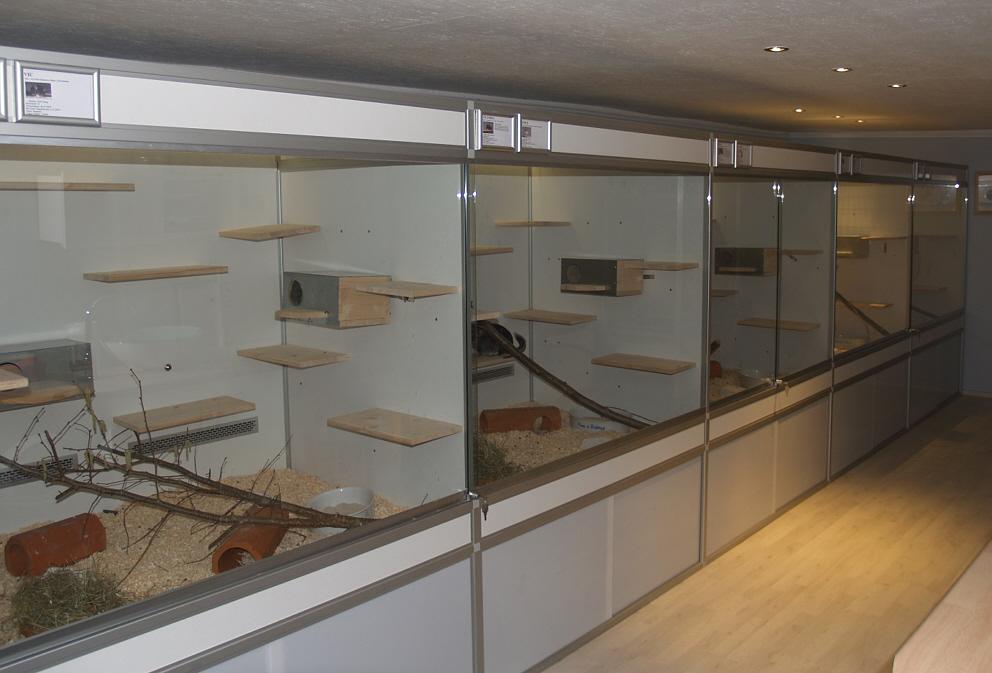 chinchilla gehege aus aluminiumprofilen und. Black Bedroom Furniture Sets. Home Design Ideas