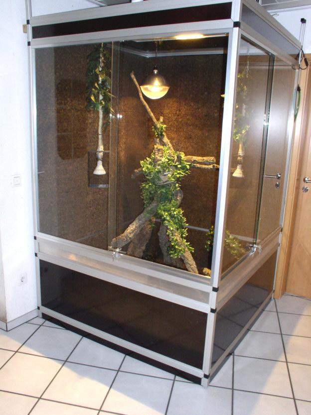 terrarium aus aluminium und siebdruckplatten 140x40x230cm. Black Bedroom Furniture Sets. Home Design Ideas